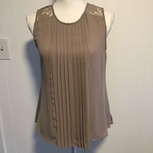 Heart soul taupe top size medium.